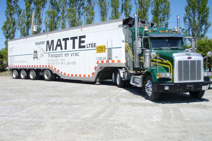 camion peterbilt avec remorque copeaux transport matte. Black Bedroom Furniture Sets. Home Design Ideas